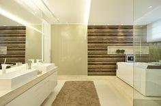 banheiro de casal com banheira pelas arquitetas CLAUDIA PIMENTA E PATRICIA FRANCO para uma casa na Barra da Tijuca - foto 1