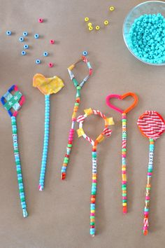 these pipe cleaner wands are the perfect open-ended craft for a group of children Rock Crafts, Crafts To Sell, Diy And Crafts, Christmas Craft Fair, Crochet Christmas Ornaments, Local Craft Fairs, Craft Markets, Kids Craft Tables, Diy Blanket Ladder
