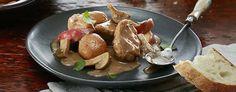 MIJOTÉ DE PORC CRÉMEUX AUX CHAMPIGNONS ET POMMES Potato Salad, Potatoes, Chicken, Ethnic Recipes, Food, Filets, Apple Bread, Meat, Healthy Eating Recipes