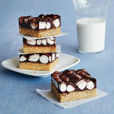 For kids with gluten intolerance, it's important to create a few desserts that taste as good as the real thing. This one sure does. Try Cup4Cup flour and S'moreables gluten-free graham crackers for the best results.