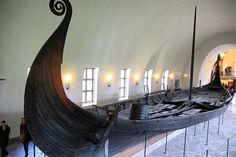 É HOJE! Estreia da quarta temporada da série Viking! Ragnar ou Rolo quem será o grande vencedor? Para entrar no clima não perca o Museu do Navio Viking ele está lá no nosso roteiro em Oslo. Acesse  http://ift.tt/1ZbGH4z  #vikings #vikings4 #vikingstyle #travisfimmel #ragnar #lagherta #oslo #oslopass #noruega #norway #instatravel #instadaily #pegadasnaestrada #viajenaviagem #meusroteirosdeviagem #melhoresdestinos #historychannel #estreia #europa #europe #dicasdeviagem #revistaviajar…