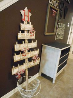 Great rustic idea for displaying cards