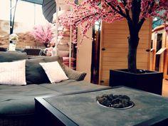 #roze #bloesem #grijze #ligbank #ligstoel #relaxing #buitenleven #tuin #terrashaard #vuur #showroom #impressie #inspiratie  #pink #blossom #gray #grey #recliner #couch #relaxing #garden #outdoor #patio #fireplace #fire #showroom #impression #inspiration #fonteyn #outdoor #living #mall ♥