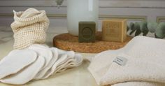 Les cotons démaquillants lavables ont trouvé leur place dans notre salle de bain zéro déchet. Mais comment faire pour les laver correctement? Retrouvez les astuces de Mathilde, fondatrice du e-shop Hakuna Taka.