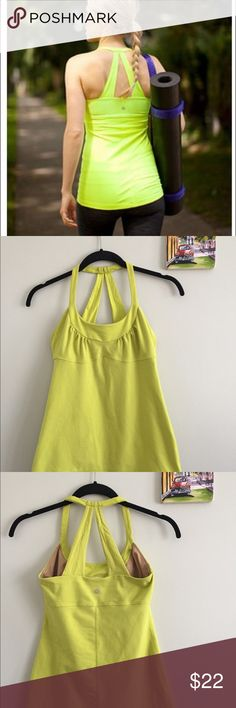 Lululemon Scoop Me Up Tank Built in Bra Size 6 This versatile tank has a unique halter racerback with built in bra that stays put and out of your way when you're on the move.  Luon® Sweat-wicking Luon® is four-way stretch and perfect cottony-soft handfeel easy to layer  LYCRA® Added LYCRA® fibre for great shape retention    In good pre-loved condition with normal wash wear. There are zero holes, defects, or stains on this top There is a lot of life left in this tank. It is such a cute and…