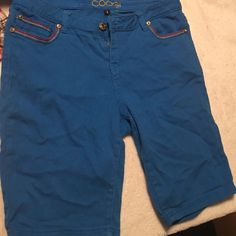Coogi Sz 14w shorts The Shorts is preowned and shows wear in one area but good overall COOGI Shorts Jean Shorts