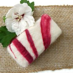 How to make Felted Soap. Easy and fun project, even for kids! These soaps make wonderful gifts. Fiberartsy.com
