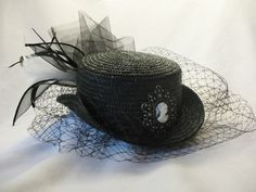Lady's hats - HOT is when you can embelish with grace and class! LOVELY!