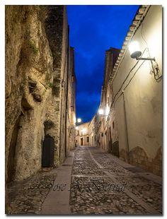 Crepúsculo en el barrio Medieval de Bocairent   por Carpinet.