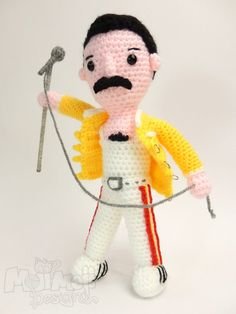 Crochet a Freddie Mercury Amigurumi - Free Pattern! Scaramouche, Scaramouche, will you do the Fandango? The best Freddie Mercury amigurumi ever and the best part, the pattern is free! Made by Janine Holmes, the owner and designer behind Moji-Moji De… Crochet Dolls Free Patterns, Crochet Doll Pattern, Amigurumi Patterns, Amigurumi Doll, Crochet Men, Cute Crochet, Crochet Toys, Freddie Mercury, Amigurumi For Beginners
