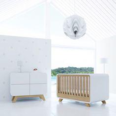 La chambre de bébé essence porte bien son nom, la collection est divine, subtile et envoûtée par la modernité. Alondra signe une gamme prestigieuse qui sera surprendre les futurs parents.