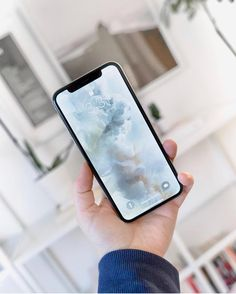 iPhone X by @tinalkeen . . . . . #iphonex #iphone8 #iphone7plus #iphone8plus #tech #technology #beautyoftechnology #clean #minimal #minimalism #minimalist #beautyoftechnology