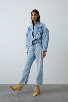 ZARA - Female - Denim jacket with full sleeves - Light blue - Xxl Cropped Jeans Outfit, Denim Outfit, Double Denim, Zara, Editorial Denim, Denim Oversize, Jean Outfits, Cute Outfits, Looks Jeans