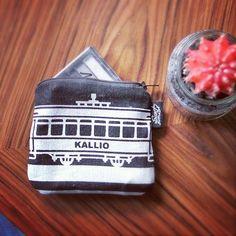 Dieses süße Täschchen von @pisamadesign aus dem @madebyhelsinki Store will ich euch von meinen #Mitbringseln nicht vorenthalten. #kallio #souvenir #design #visithelsinki #visitfinland #Suomi #Finnland #Helsinki #Tasche #bag