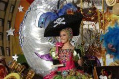 """Reina Infantil del Carnaval de Santa Cruz de Tenerife 2012 a   Aída Quintero Domínguez que lució una fantasía denominada """"Aquí con mi loro, guardando el tesoro"""" El diseño fue elaborado por Javier Caraballero Morales."""