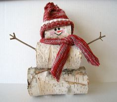 Snowman out of birch logsOne way to get rid of all those birch logs.Varying sizes for ornaments, table scape, or porch decorations.Birch Log Snowman - with knit hat & scarf : WisconsinBirches - etsy {Unavailable} Would be really cute as a western sno Log Snowman, Snowman Crafts, Tree Crafts, Christmas Projects, Holiday Crafts, Wood Crafts, Homemade Christmas, Rustic Christmas, Winter Christmas