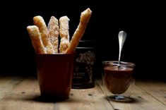 Churros et chocolat chaud avec la poudre de cacao #Bovetti Churros, French Toast, Breakfast, Food, Chocolates, Breakfast Cafe, Essen, Yemek, Meals