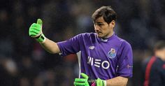 Iker Casillas causó furor en México con su publicación en Twitter con un saludo bien al estilo del Tri. El arquero del Porto posó co