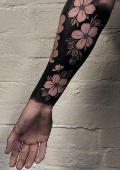 cool blackout tattoo ideas for girls © tattoo artist Max Rathbone 💟💟💟💟💟 Stomach Tattoos, Leg Tattoos, Arm Band Tattoo, Black Tattoos, Body Art Tattoos, Chest Tattoo, Tattoos Skull, Tatoos, Skull Tattoo Design