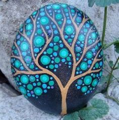 Get creative with these DIY painted rocks. From mandala rocks to easy painted rock crafts for kids, there are plenty of ideas for inspiration. Rock Painting Patterns, Rock Painting Ideas Easy, Dot Art Painting, Rock Painting Designs, Mandala Painting, Pebble Painting, Pebble Art, Stone Painting, Diy Painting