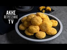 Lemon cookies by the Greek chef Akis Petretzikis. An easy recipe for the most delicious, crispy, aromatic lemon cookies! Serve with cream cheese! Peach Cookies, Lemon Cookies, Yellow Food Coloring, Greek Desserts, Nutrition Chart, Processed Sugar, Raw Food Recipes, Easy Meals, Food And Drink