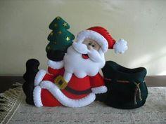 unas manualidades navideñas con papá noel Christmas Gingerbread, Christmas Crafts, Merry Christmas, Xmas, Christmas Ideas, Diy And Crafts, Arts And Crafts, Stuffed Toys Patterns, Vintage Christmas