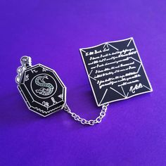 Cute Harry Potter, Harry Potter Poster, Harry Potter Accesorios, Pin Logo, Perfect Date, Magic Book, Poly Bags, Pin And Patches, Cute Pins