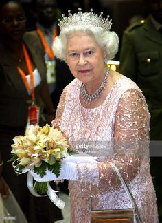 Queen Elizabeth II smiles as she arrives for a State Banquet at State House on November 2007 in Entebbe, Uganda. The Queen will open the Commonwealth Heads of Government Meeting on Friday. Get premium, high resolution news photos at Getty Images Die Queen, Hm The Queen, Royal Queen, Her Majesty The Queen, Save The Queen, English Royal Family, British Royal Families, Royal Tiaras, Royal Jewels