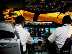 #LOT Boeing 787 #Dreamliner visits #Budapest, #Cockpit | LOT Boeing 787 Dreamliner Budapesten.  Facebook https://www.facebook.com/pages/Endresz-Gy%C3%B6rgy-Sportrep%C3%BCl%C5%91-Egyes%C3%BClet/281748527678    Credit: @tt!s