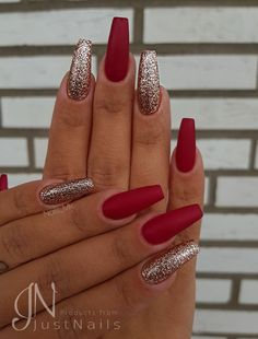"""Holiday Nails Christmas Holiday nail designs will be the """"in"""" thing in a couple of weeks as we officially gear up for Christmas. Just feel the air out. Xmas Nails, Prom Nails, Holiday Nails, Christmas Acrylic Nails, Hallographic Nails, Nails 2018, Christmas Nails Colors, Simple Christmas Nails, Christmas Nails 2019"""