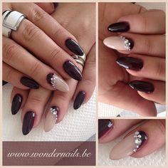 Stiletto nails... Posh nails ❤️
