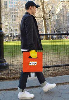 Un sac qui transforme votre main en Minifig LEGO
