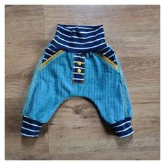 Photo to pattern checker pants in cord klimperklein Toddler Dress, Toddler Outfits, Baby Boy Outfits, Kids Outfits, Sewing Baby Clothes, Cute Baby Clothes, Baby Boy Fashion, Kids Fashion, Checker Pants
