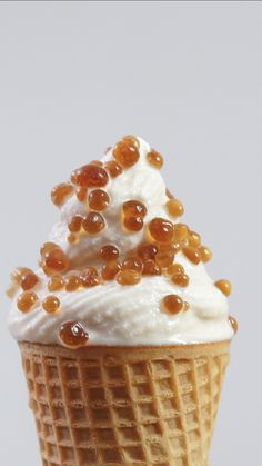Coffee Soft Serve with Coffee Caviar Your coffee-loving heart will be pounding for this coffee-infused ice cream topped with pearls of …. Frozen Desserts, Frozen Treats, Just Desserts, Dessert Recipes, Fun Recipes, Delicious Desserts, Ice Cream Toppings, Ice Cream Recipes, Coffee Ice Cream