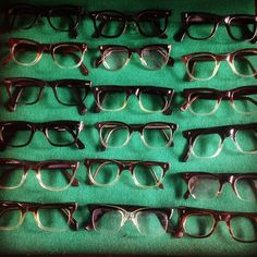 Lovely men's 1950s solid and graduated frames #1950s #vintage #vintageeyeglasses #buddyholly #kingscrosseyes #mensvintage