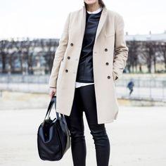 2. Aposte em peças atemporais. Esta dica vai para a hora das compras. Roupas de couro e casacos de tons neutros - valem trench coats e aqueles mais alongados - unidos com uma boa bolsa preta garantem estilo, conforto e, claro, elegância.