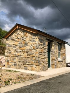 Isn't this stone shed design perfect for your garden storage? Stone Build / Self-Renovations. Thin Stone Veneer, Shed Design, Donegal, Natural Stones, Home And Garden, Storage, Building, Nature, Projects