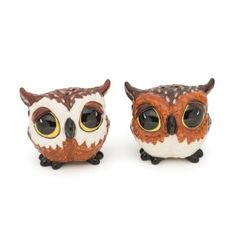 These Big Eyed Owl salt and pepper shakers are the perfect feathered friends to add to your tablescape! Made of hand-painted glazed ceramic, these adorable owls have rubber stops on the bottom for easy refilling. Salt And Pepper Shrimp, Salt And Pepper Hair, Salt And Pepper Grinders, Salt Pepper Shakers, Salt And Pepper Restaurant, Kitchen Themes, Kitchen Ideas, Big Sky, Manualidades