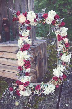 Crea un rincón con vuestras INICIALES. Pueden ser de madera, iluminadas o en flor natural.