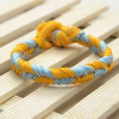 Here shows a two-color braided friendship bracelet pattern. If you know how to do a 3-strand bracelet, then you can make it easily!