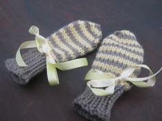 Ravelry: Project Gallery for Super Quick Baby Mitts pattern by Dilys Sutherland