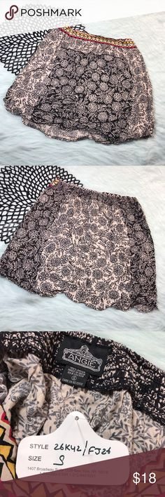 NWT Angie Black & White Floral Geometric Skirt * NWT Angie Junior Women's Black & White Floral Geometric Mini Skirt w/ elastic waist band *Size Small * Made of 100% rayon. * New with tag and never worn! * Measurements: Waist laying flat is 14 1/2 inches. Length is 18 1/2 inches. Angie Skirts Mini