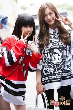 Park Bom and Nana are best friends in pictures from 'Roommates'   http://www.allkpop.com/article/2014/05/park-bom-and-nana-are-best-friends-in-pictures-from-roommates