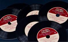 Faire part Disque Vinyl rock 'n roll musique création sur mesure /// Wedding invitation by http://www.latelierdelsa.com/fr/6-faire-part-mariage-sur-mesure