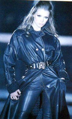 View image: 199293 Versace Catwalk Angelika