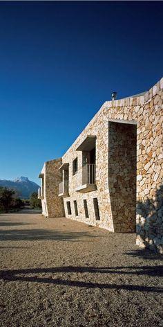 Join buildyful.com - the global place for architecture students.~~Rodia Stone House / Nikos Smyrlis Architect