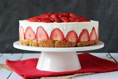 Strawberry shortcake and cheesecake as one? Oh my! Yes, it's real and the Life, Love and Sugar blog is the mastermind behind it.