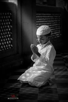 And with the heart. Islam Religion, Islam Muslim, Muslim Girls, Muslim Couples, Alhamdulillah, Reading Al Quran, Islamic Inspirational Quotes, Islamic Quotes, Anime Muslim