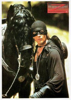 Happy birthday, Antonio Banderas! German postcard by Memory Cards, no. 497. Photo: publicity still for The Mask of Zorro (Martin Campbell, 1998).