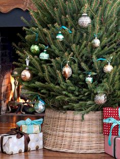 55+ Inspiring Christmas Decorations Ideas Traditional Touch http://seragidecor.com/55-inspiring-christmas-decorations-ideas-traditional-touch/